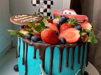 Торт на заказ, капкейки, букет из клубники в шокол